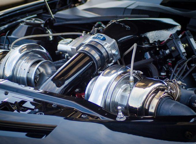I do automobilového průmyslu patří ocel. Jaký konkrétní druh?