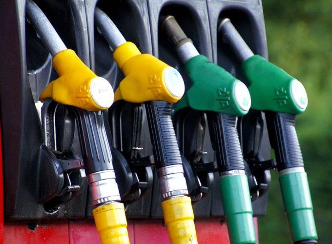 Jak ušetřit za benzin? Tipy a triky, které potěší vaši peněženku
